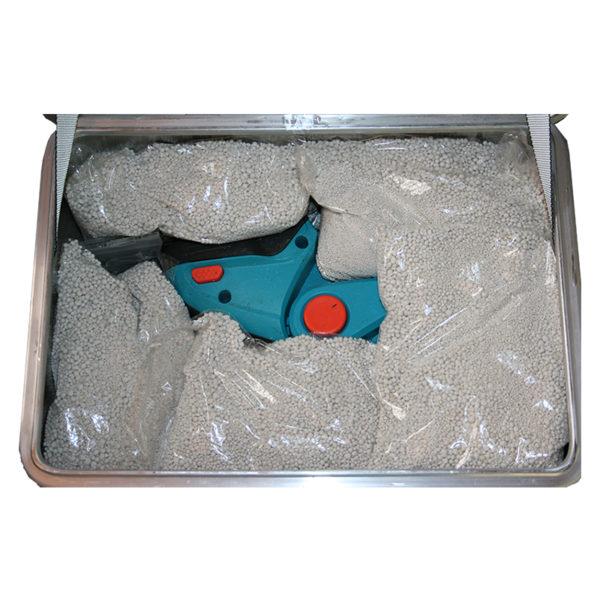 Akku Lager- und Transportbox ZARGES K470 für 2 x Akku.Mit dem Löschgranulat EXTOVER und Brandschutzmittel , 2 x 1 kg + 16 x 0,19 kg genadelte PE-Beutel
