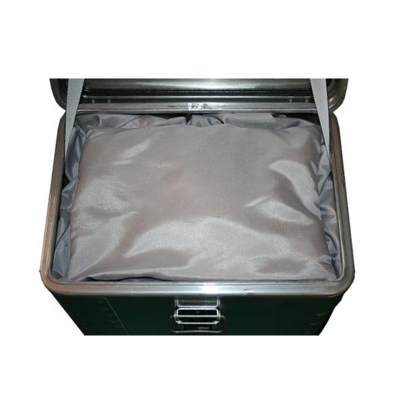 Akku Ladebox für Golfer Profis. Für 2 x Akku. Mit dem Löschgranulat EXTOVER und Brandschutzmittel , 2 x 1 kg + 4 x 0,19 kg genadelte PE-Beutel, zzgl. Stoffkissen 6 x 0,3 kg , 1 x 0,7 kg.