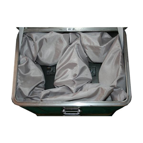 Akku Ladebox für Golfer Profis.Für 2 x Akku. Mit dem Löschgranulat EXTOVER und Brandschutzmittel , 2 x 1 kg + 4 x 0,19 kg genadelte PE-Beutel, zzgl. Stoffkissen 6 x 0,3 kg , 1 x 0,7 kg.