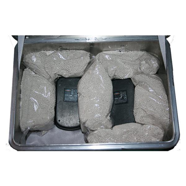Akku Lager-und Transportbox ZARGES K470 für 2 x Akku.Mit dem Löschgranulat EXTOVER und Brandschutzmittel , 2 x 1 kg + 16 x 0,19 kg genadelte PE-Beutel