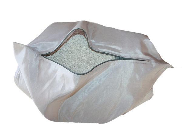 Brandschutz Stoffkissen groß (3kg), besteht aus einen B1 schwer entflammbaren Stoff. Gefüllt mit dem besten Brandschutzmittel Extover. Eigenschaften des Brandschutzkissen mittel: Größe: 35 cm x 35 cm. Gewicht mit Extover: 3kg je Stoffkissen. Farbe: Silber. Stück: 5 x 3 kg Stoffkissen.