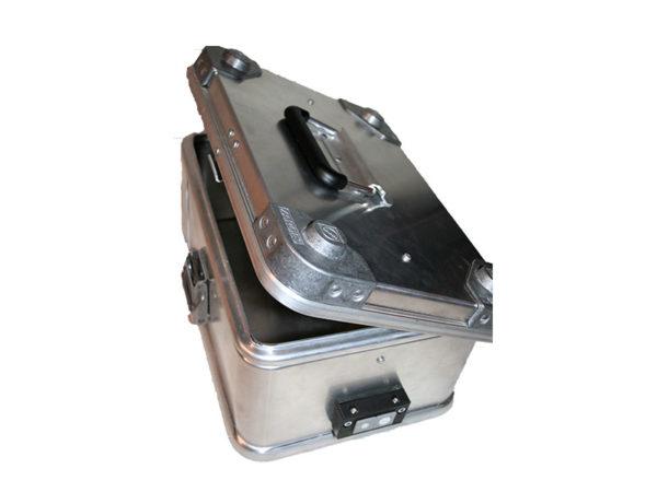 Akku Ladebox ZARGES K470 für 1 x Akku.Mit dem Löschgranulat EXTOVER und Brandschutzmittel , 10 x 0,19 kg genadelte PE-Beutel zzgl. 1 x 0,58kg Stoffkissen B1 schwer entflammbar.Ein perfekter optimierter Sicherheitsbehälter für die Lagerung.