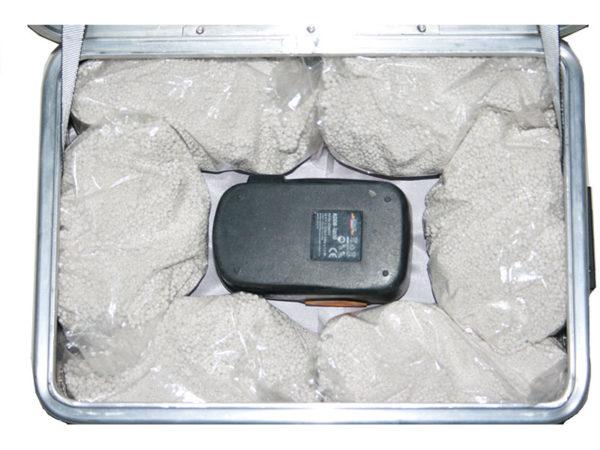Akku Ladebox ZARGES K470 für 1 x Akku.Mit dem Löschgranulat EXTOVER und Brandschutzmittel , 10 x 0,19 kg genadelte PE-Beutel zzgl. 1 x 0,580 kg Stoffkissen B1 schwer entflammbar.Ein perfekter optimierter Sicherheitsbehälter für die Lagerung und Laden.